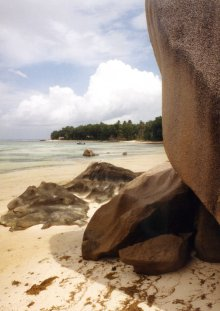 199502KN seychelles la digue sandstone rocks beach sea